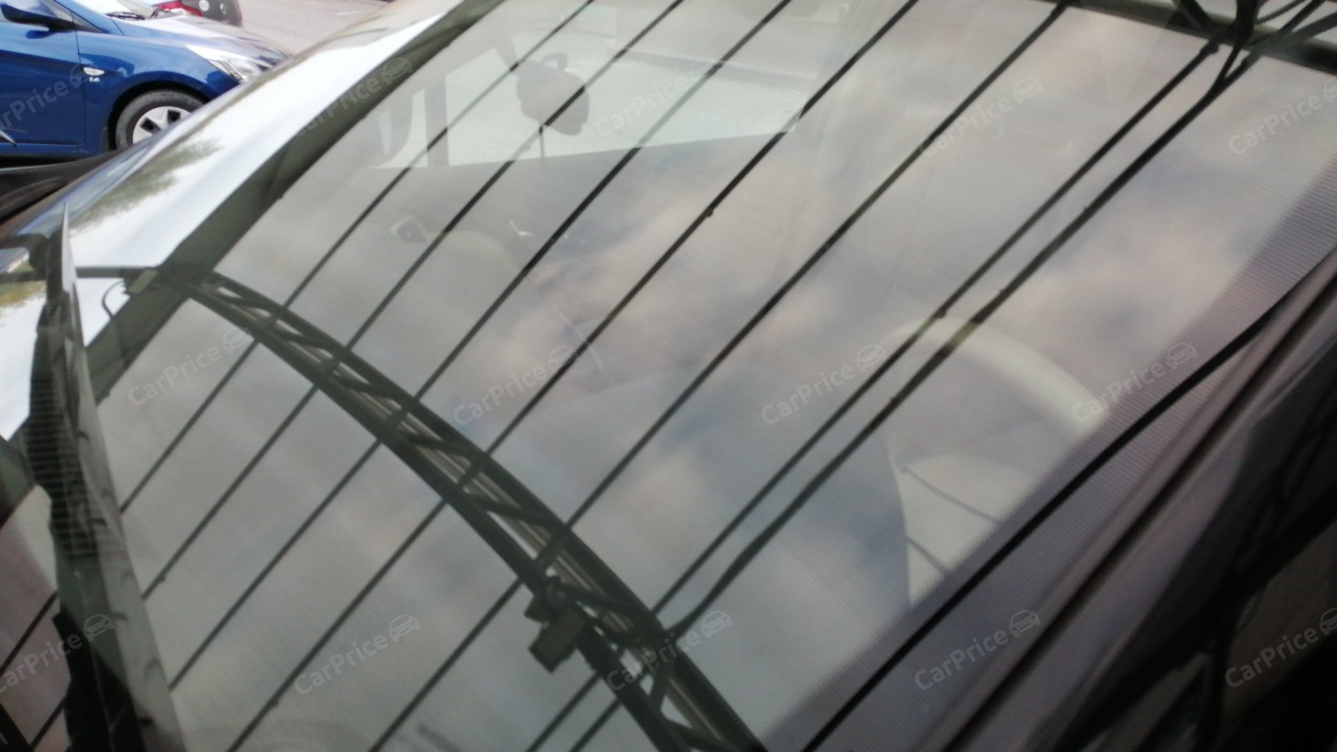 Лобовое стекло с левой стороны